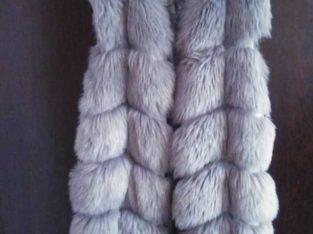 Стильная меховая жилетка