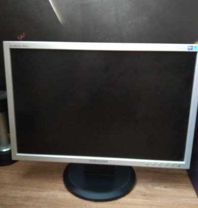 Продаю монитор 50-60 герц, Samsung. 400 рублей