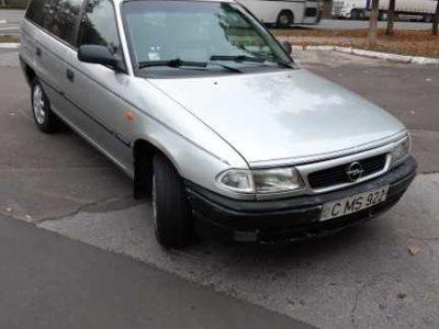 vînd Opel