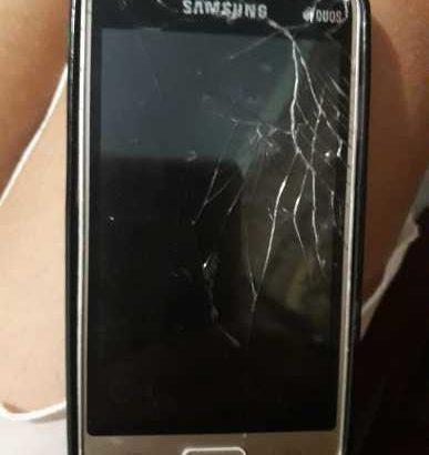 Продам телефон он конечно разбитый но продать можно…