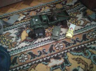 Продаю набор детских машин военная тема