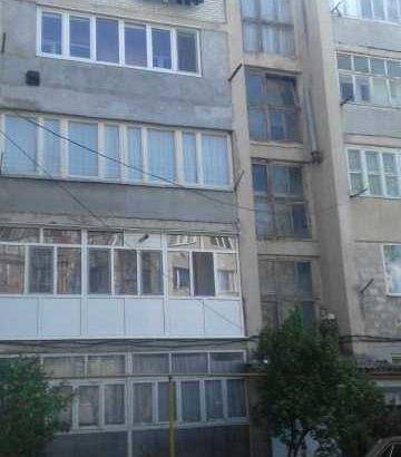 Продаётся большая 3-х комнатная квартира в центре Дондюшан