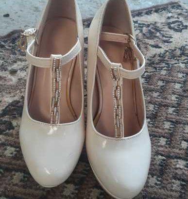 Vind eftin rochie și pantofii