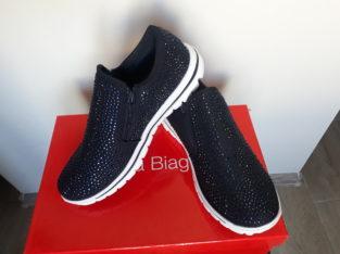 Продам детские кроссовки новые 36 размер