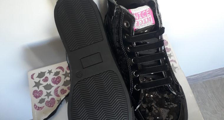Продам Детская обувь 36 размер