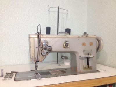 Двухигольная швейная машина